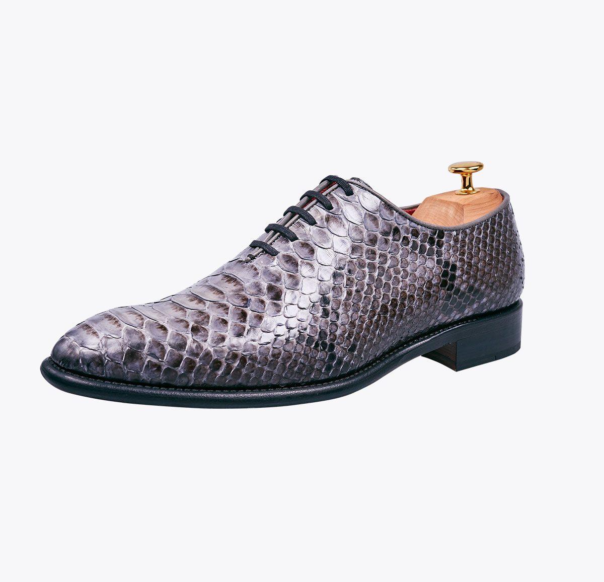 Zapato 0065 gris perla pitón hecho a mano en mandalashoes, Santanyí Mallorca. Hand made shoes. Nach Mass Schuhe