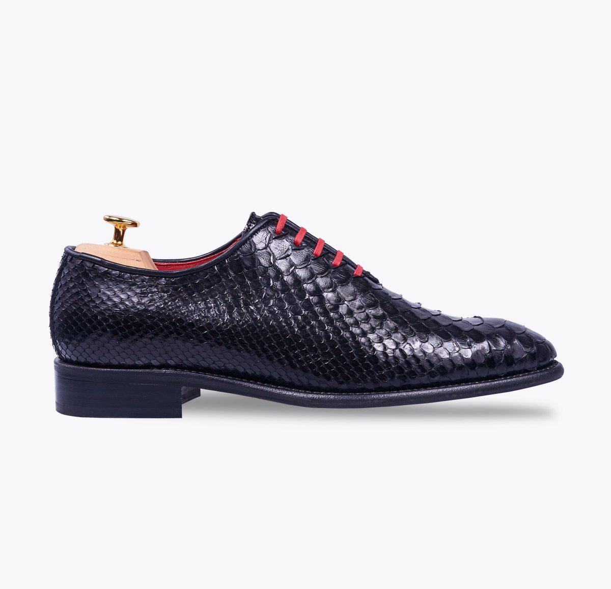Zapato 0065 pitón negro hecho a mano en mandalashoes, Santanyí Mallorca. Hand made shoes. Nach Mass Schuhe