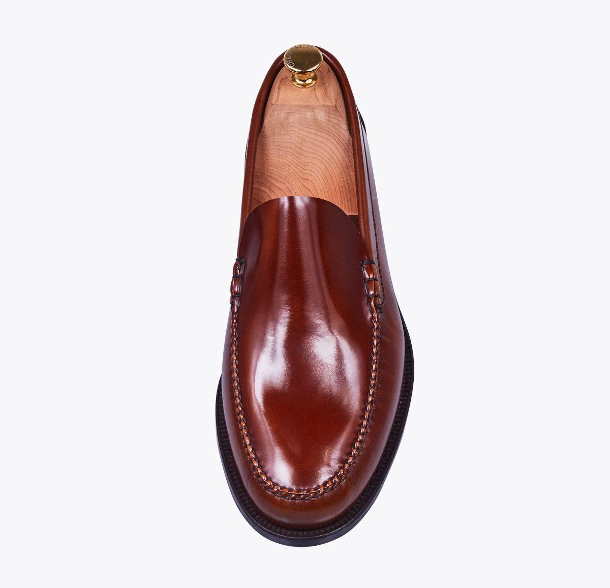 Mocasín Castellano liso chesnut hecho a mano en mandalashoes, Santanyí Mallorca. Hand made shoes. Nach Mass Schuhe