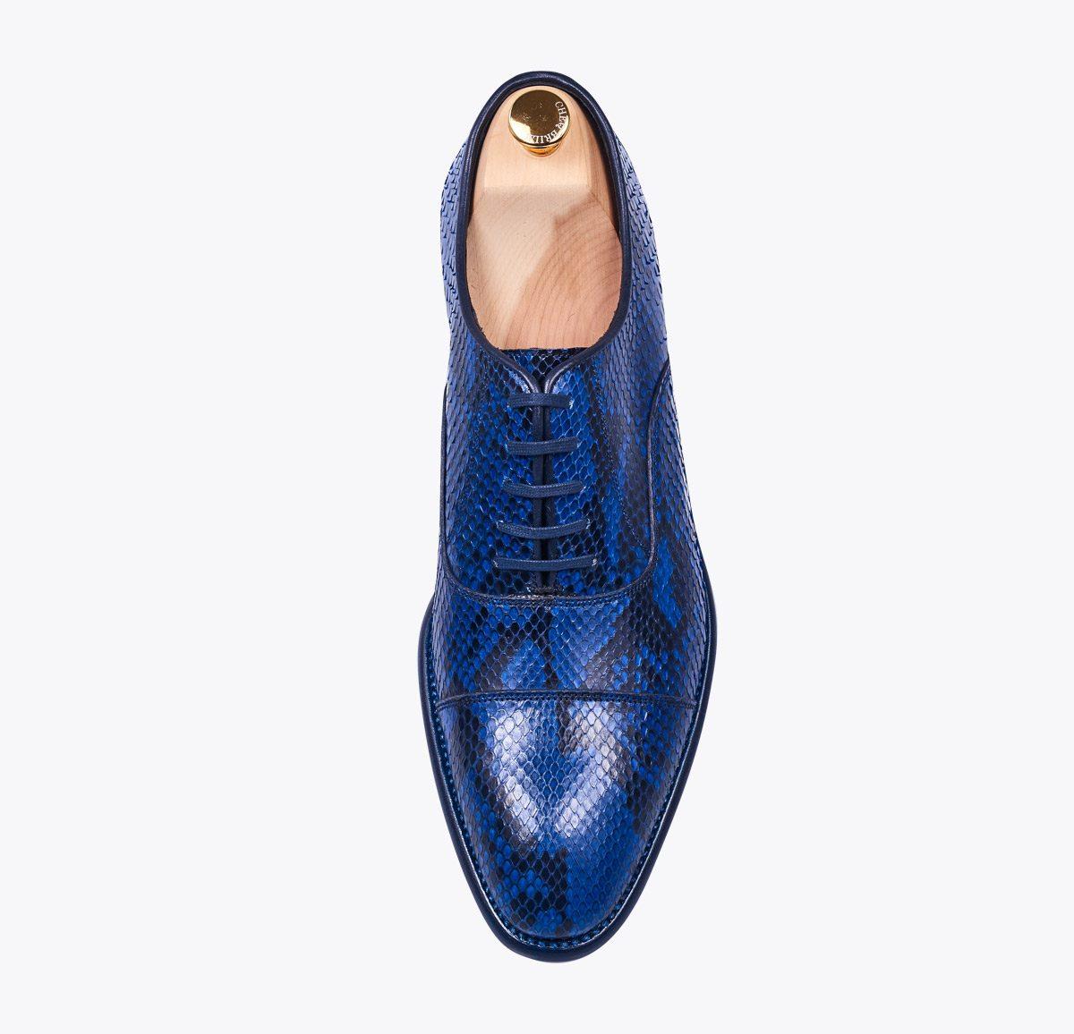 Zapato Oxford pitón azul hecho a mano en mandalashoes, Santanyí Mallorca. Hand made shoes. Nach Mass Schuhe