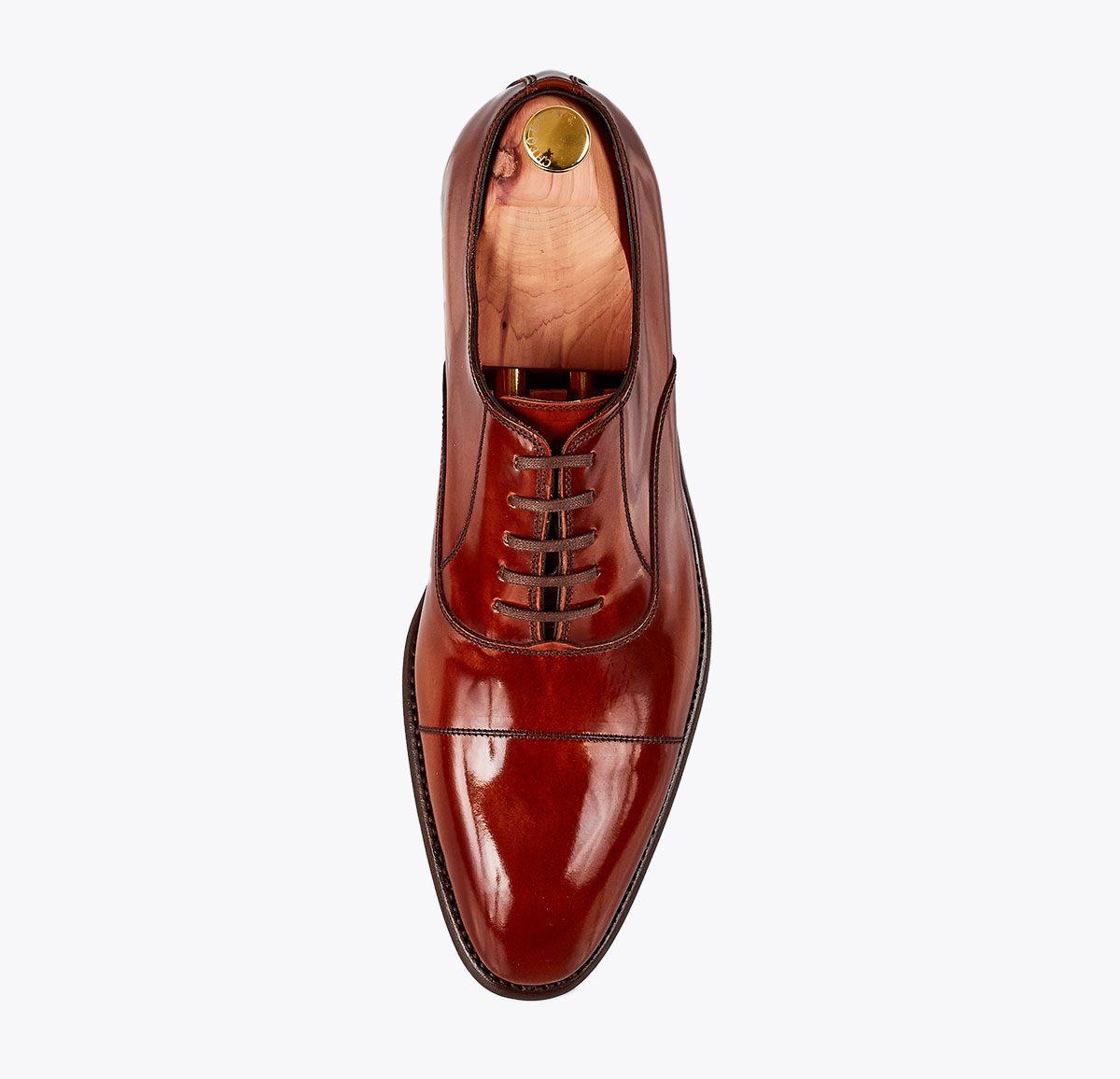 Zapato clásico chesnut hecho a mano en mandalashoes, Santanyí Mallorca. Hand made shoes. Nach Mass Schuhe