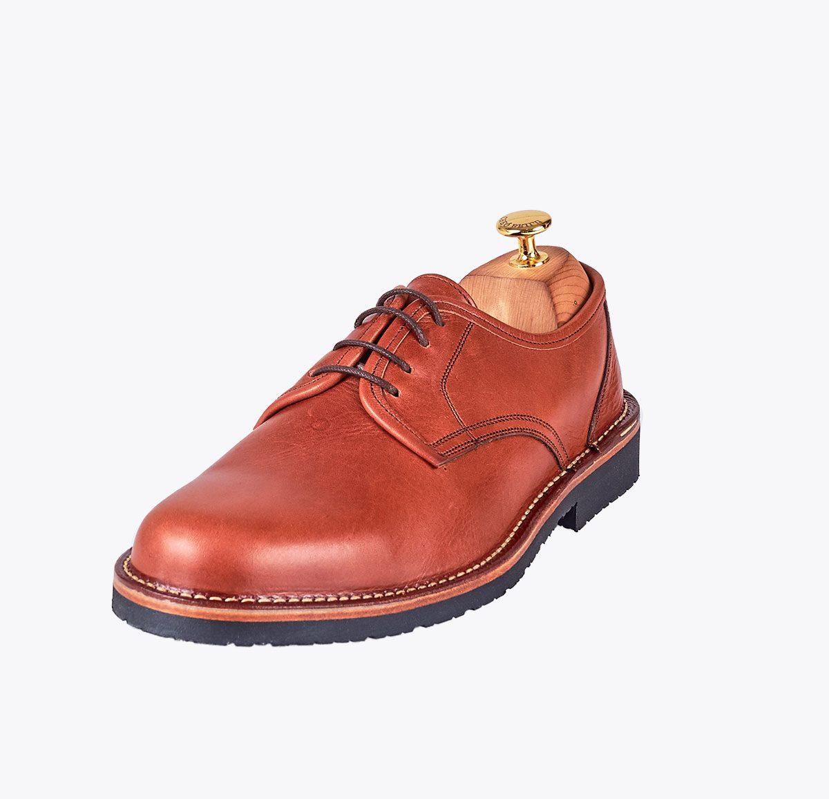 Zapato liso oscuro hecho a mano en mandalashoes, Santanyí Mallorca. Hand made shoes. Nach Mass Schuhe