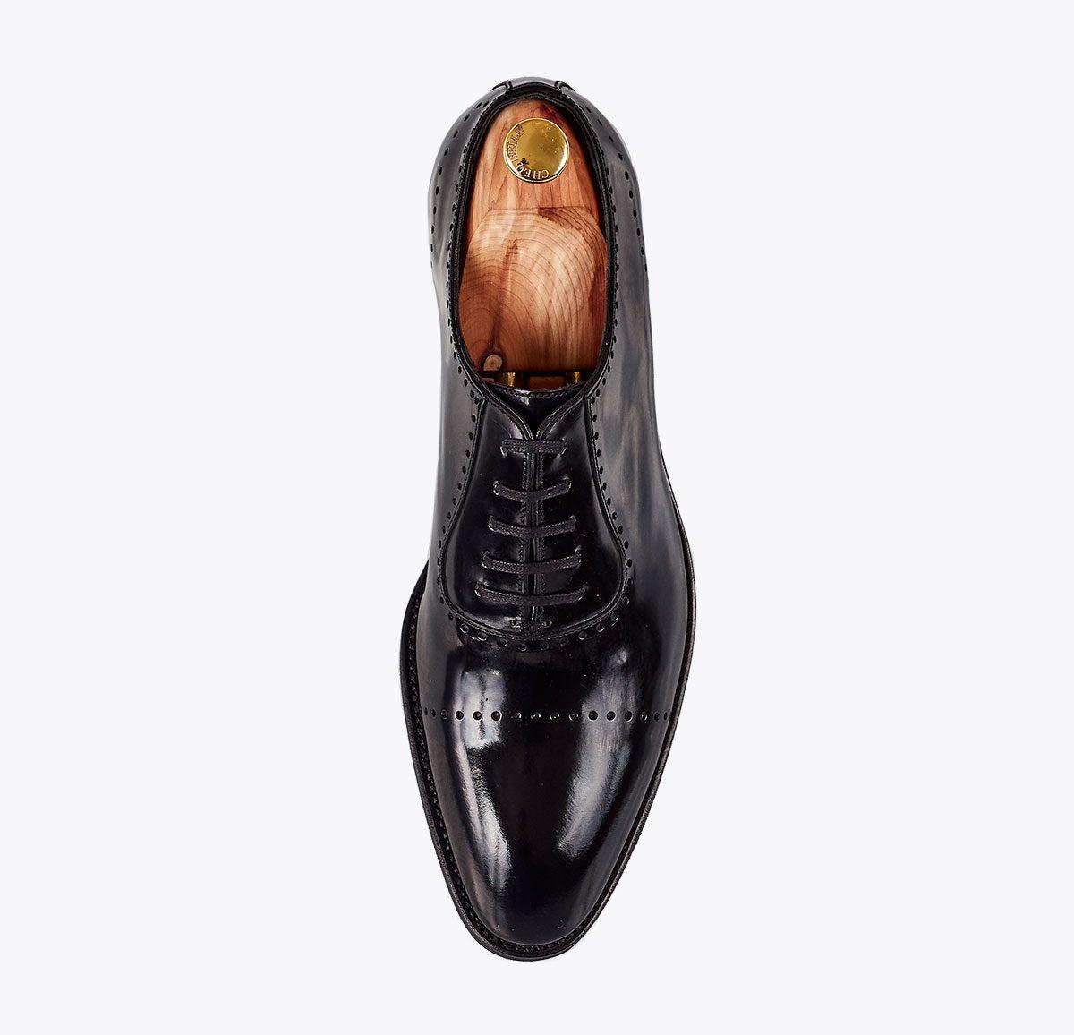 Zapato titanic negro hecho a mano en mandalashoes, Santanyí Mallorca. Hand made shoes. Nach Mass Schuhe
