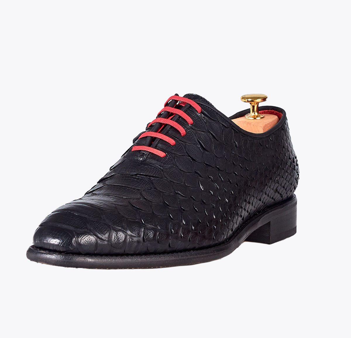 Zapato 0065 pitón negro mate hecho a mano en mandalashoes, Santanyí Mallorca. Hand made shoes. Nach Mass Schuhe