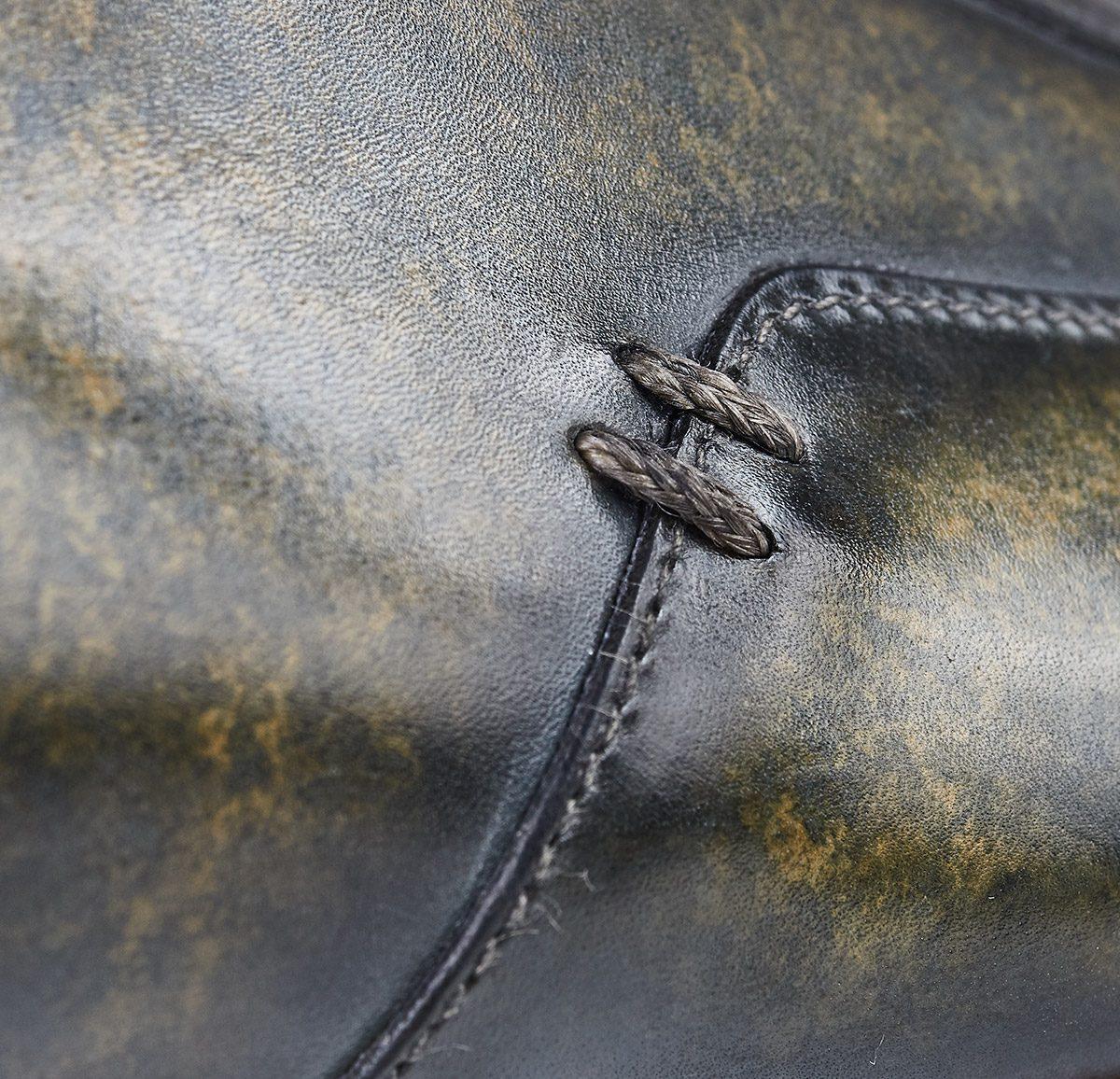 Zapato sneaker patina verde hecho a mano en Mandalashoes. Hand made shoes. Schuhe nach mass